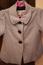 серый пиджак, короткие рукава, ткань хб, размер-S, ПРАКТИЧЕСКИ НОВЫЙ!