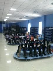 распродажа новой обуви