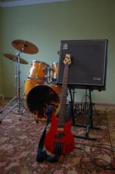 Продается басовый комбо усилитель Ampeg BA-300 (б/у)