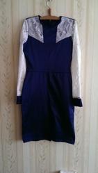 Синие платье с ажурными рукавами