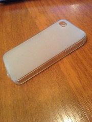 Продам 2 чехла для телефона iPhone 4s по цене одного.
