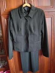 Продам женский деловой костюм в хорошем состоянии