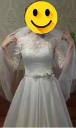 Свадебное платье с атласной юбкой а-силует